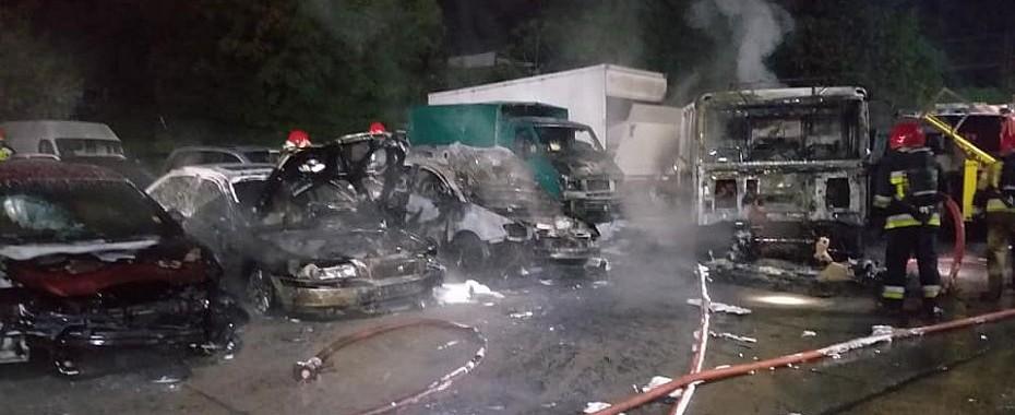 Ogień i wybuchy na parkingu!